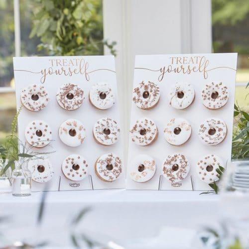 bruiloft-decoratie-donut-wall-botanical-wedding-2