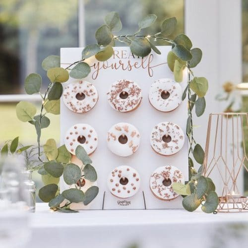 bruiloft-decoratie-eucalyptus-slinger-met-lampjes-botanical-wedding-2