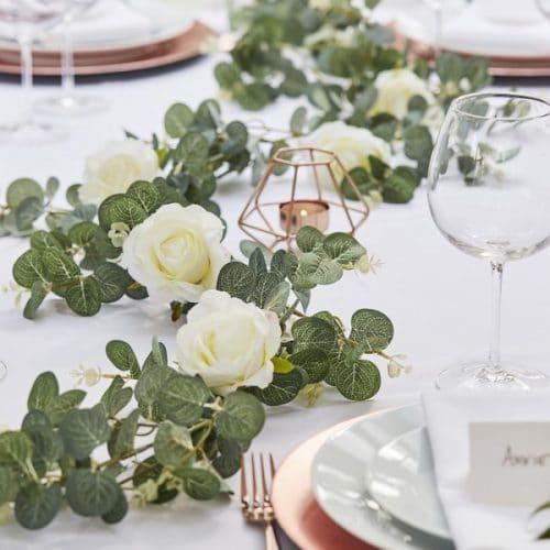 bruiloft-decoratie-eucalyptus-slinger-met-rozen-botanical-wedding-2