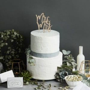 bruiloft-decoratie-houten-cake-topper-mr-mrs-geometric-greenery