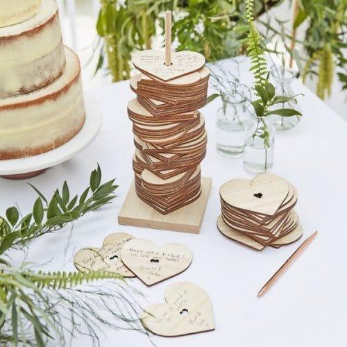 bruiloft-decoratie-houten-gastenboek-harten-stapelen-botanical-wedding-2