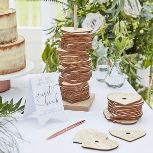 bruiloft-decoratie-houten-gastenboek-harten-stapelen-botanical-wedding-3