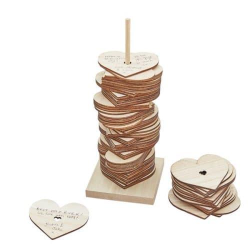 bruiloft-decoratie-houten-gastenboek-harten-stapelen-botanical-wedding