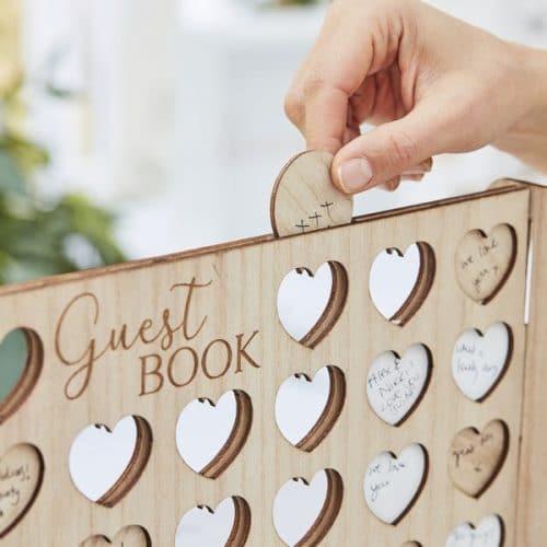bruiloft-decoratie-houten-gastenboek-vier-op-een-rij-botanical-wedding-2