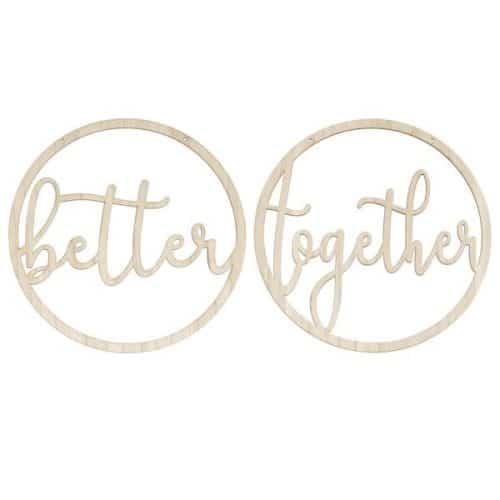 bruiloft-decoratie-houten-kransen-better-together-botanical-wedding