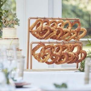 bruiloft-decoratie-koperen-standaard-met-haken-botanical-wedding-2
