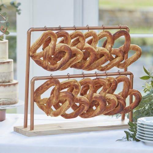 bruiloft-decoratie-koperen-standaard-met-haken-botanical-wedding-3