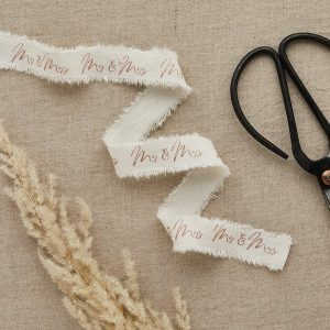 bruiloft-decoratie-lint-mr-mrs-rosegoud-diy-wedding-001