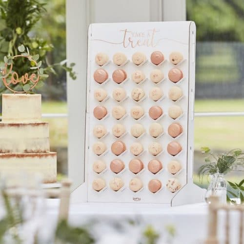 bruiloft-decoratie-macaron-wall-botanical-wedding-3
