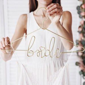 bruiloft-decoratie-metalen-kledinghanger-bride-goud-2