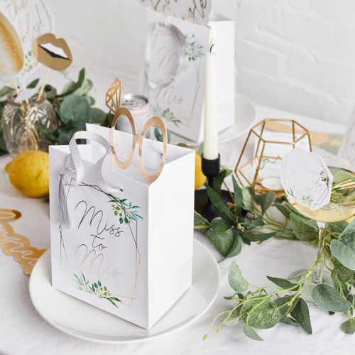 bruiloft-decoratie-papieren-tasjes-miss-to-mrs-geometric-hen-4