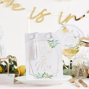 bruiloft-decoratie-papieren-tasjes-miss-to-mrs-geometric-hen-5