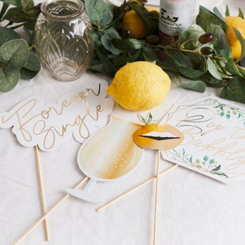bruiloft-decoratie-photobooth-props-geometric-greenery-4
