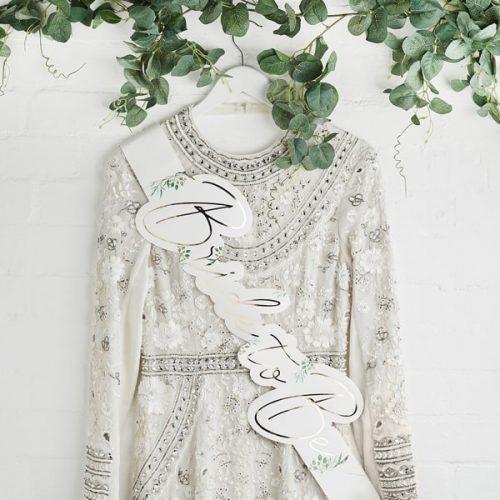 bruiloft-decoratie-sjerp-bride-to-be-geometric-hen-2