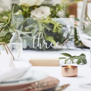 bruiloft-decoratie-tafelnummers-acryl-met-houten-standaard-botanical-wedding