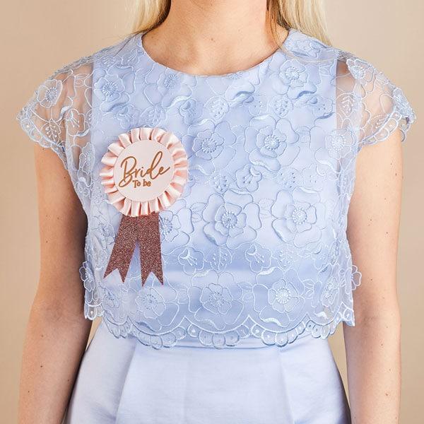 vrijgezellenfeest-versiering-bride-badge-she-said-yaaas