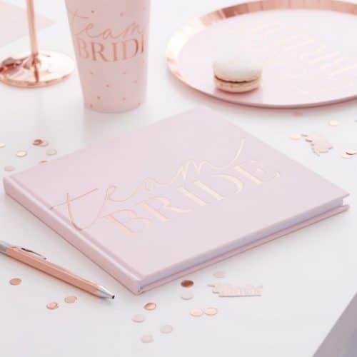 vrijgezellenfeest-versiering-gastenboek-blush-hen-velvet-2