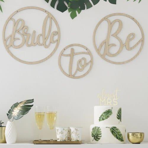 vrijgezellenfeest-versiering-houten-kransen-bride-to-be-botanical-hen-2