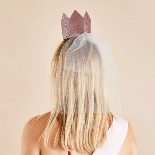 vrijgezellenfeest-versiering-kroontje-met-sluier-she-said-yaaas-2