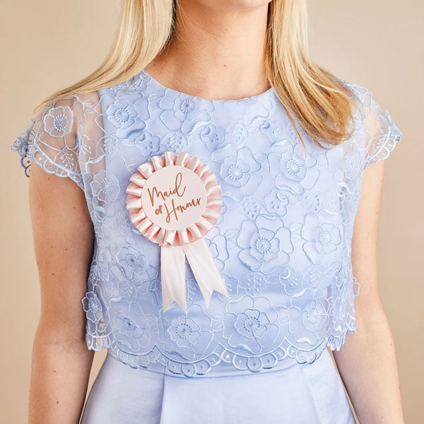 vrijgezellenfeest-versiering-maid-of-honour-badge-she-said-yaaas