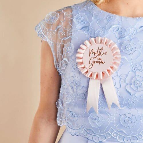 vrijgezellenfeest-versiering-mother-of-the-groom-badge-she-said-yaaas