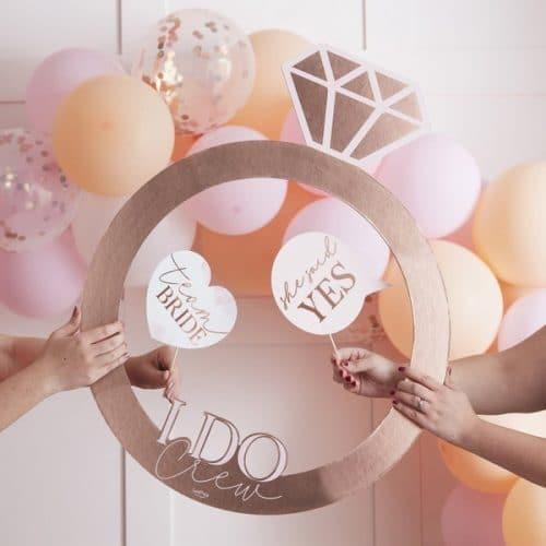 vrijgezellenfeest-versiering-photobooth-frame-ring-blush-hen-2
