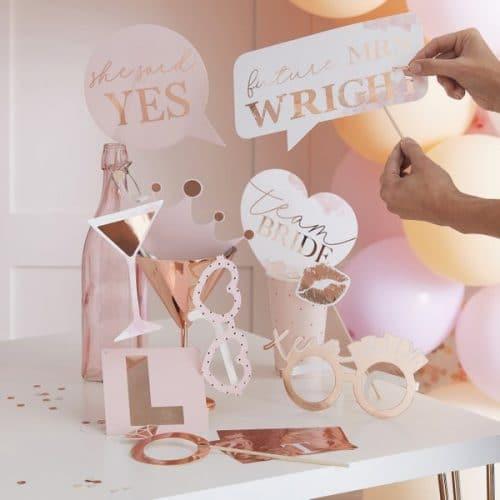 vrijgezellenfeest-versiering-photobooth-props-blush-hen-gepersonaliseerd-2