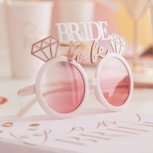 vrijgezellenfeest-versiering-zonnebril-bride-to-be-blush-hen-2