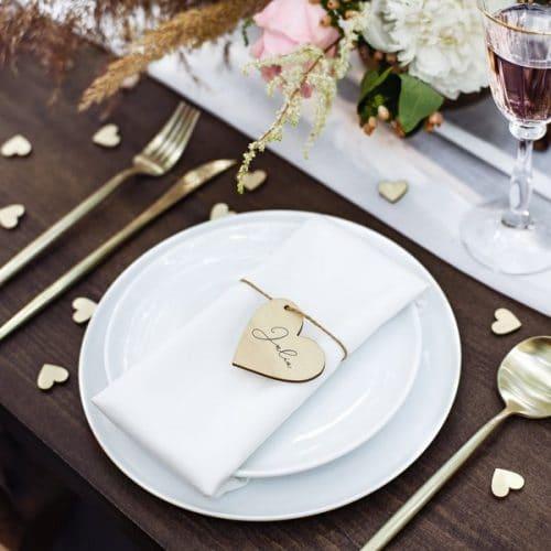 bruiloft-decoratie-houten-plaatskaartjes-hearts-3