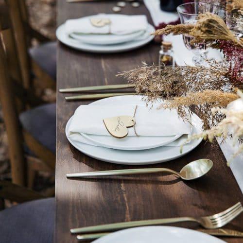 bruiloft-decoratie-houten-plaatskaartjes-hearts-4