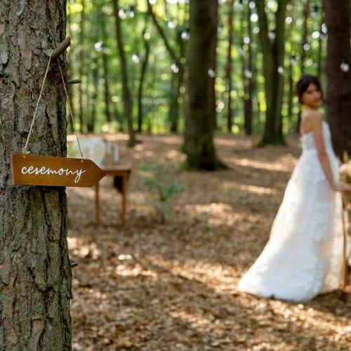 bruiloft-decoratie-houten-wegwijzer-ceremony-4