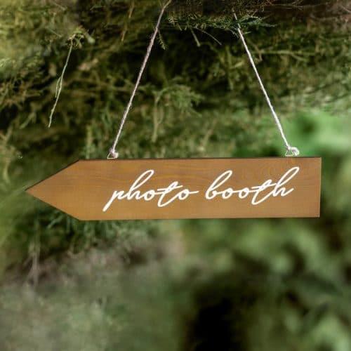 bruiloft-decoratie-houten-wegwijzer-photobooth-2