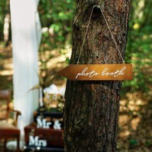 bruiloft-decoratie-houten-wegwijzer-photobooth-3