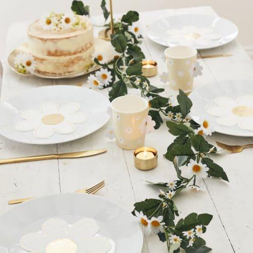 bruiloft-decoratie-bloemenslinger-daisy-crazy-3.jpg