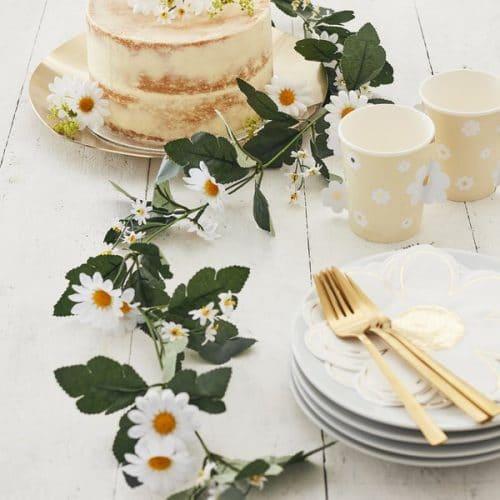 bruiloft-decoratie-bloemenslinger-daisy-crazy.jpg
