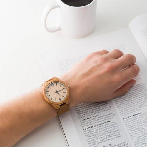 bruiloft-decoratie-horloge-wooden-serif-gepersonaliseerd