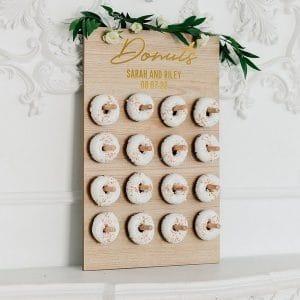 bruiloft-decoratie-houten-donut-wall-donuts-gepersonaliseerd