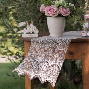 bruiloft-decoratie-tafelloper-boho-chic-wit-2