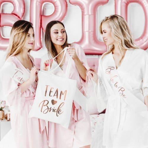 bruiloft-decoratie-linnen-tasje-team-bride-white-and-rose-gold-2