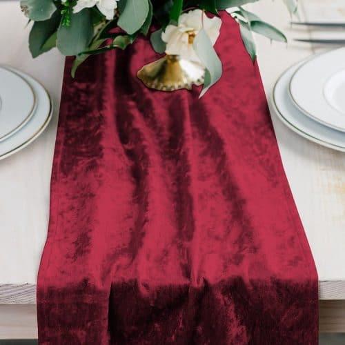 bruiloft-decoratie-velvet-tafelloper-ruby-red-2
