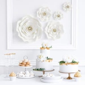 bruiloft-decoratie-backdrop-bloemen-mix-light-cream