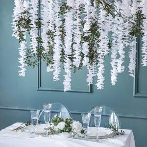 bruiloft-decoratie-bloemenslinger-wit