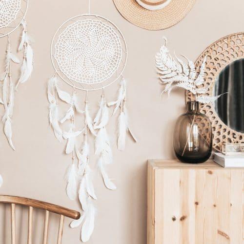 bruiloft-decoratie-dromenvanger-feathers-off-white-2
