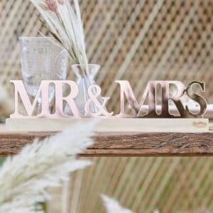 bruiloft-decoratie-acryl-letters-mr-mrs-a-touch-of-pampas