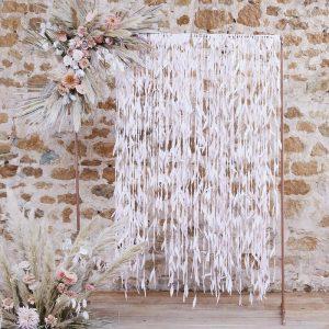 bruiloft-decoratie-backdrop-blush-leaves-a-touch-of-pampas