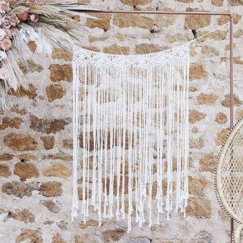bruiloft-decoratie-backdrop-cream-macrame-a-touch-of-pampas