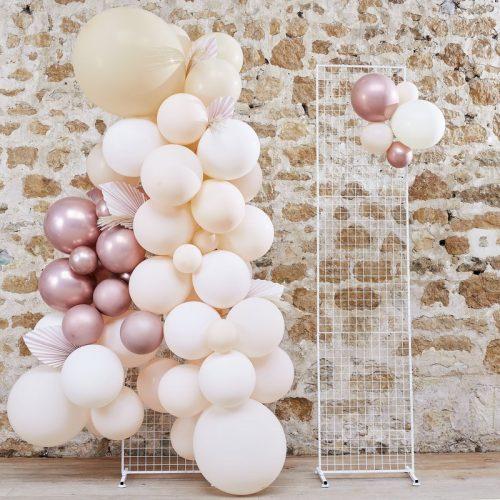 bruiloft-decoratie-backdrop-paneel-white-metal-grid-a-touch-of-pampas