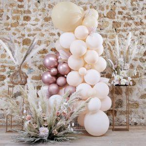 bruiloft-decoratie-ballonnenboog-white-peach-rose-gold-a-touch-of-pampas