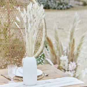 bruiloft-decoratie-bunny-tails-off-white-a-touch-of-pampas