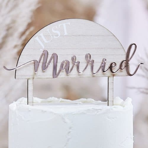 bruiloft-decoratie-cake-topper-hout-acryl-just-married-a-touch-of-pampas